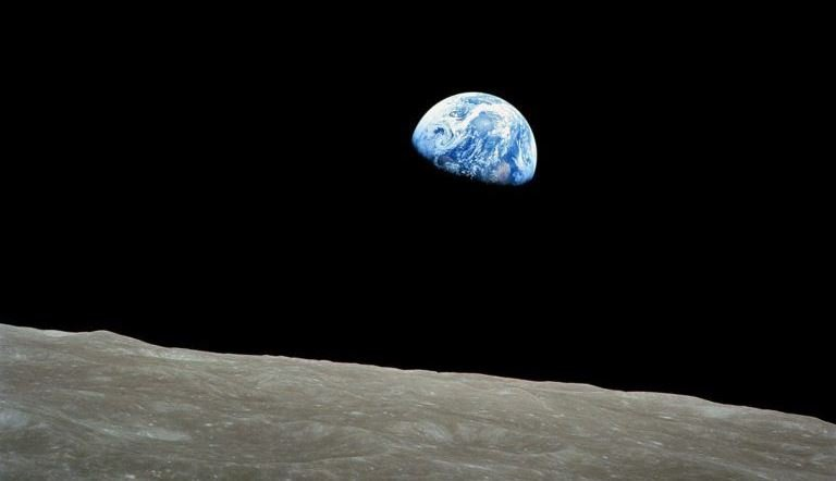 1920px-NASA-Apollo8-Dec24-Earthrise-768x