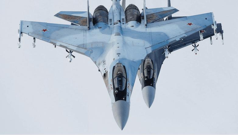 Су-35 в действии: элита ВВС РФ перехватывает израильские самолеты над Сирией