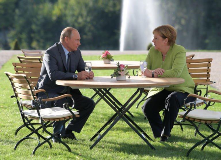 Большинство немцев выступают за снижение зависимости от США и активизацию взаимодействия с Россией