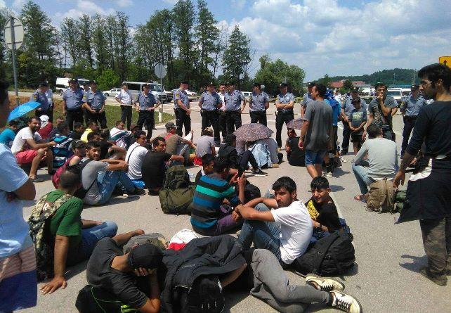 В Боснии предлагают массово депортировать мигрантов из страны на фоне коронавирусной пандемии