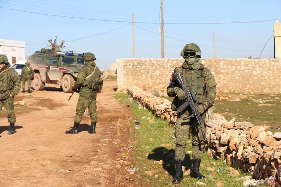 Демонстрация силы: российские военные блокируют американский конвой в северо-восточной Сирии