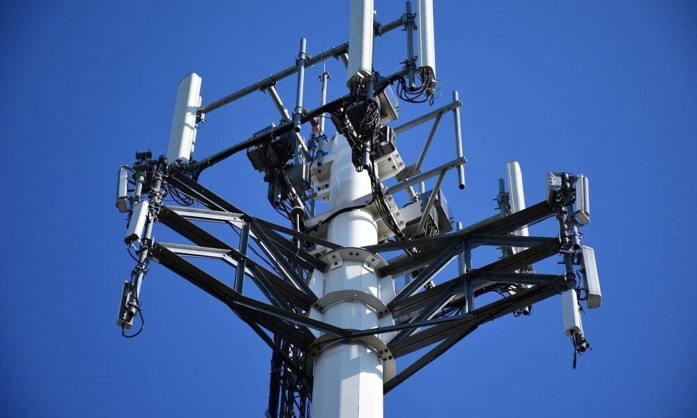 Исследования показали, что антенны сотовой связи наносят значительный ущерб деревьям и здоровью людей