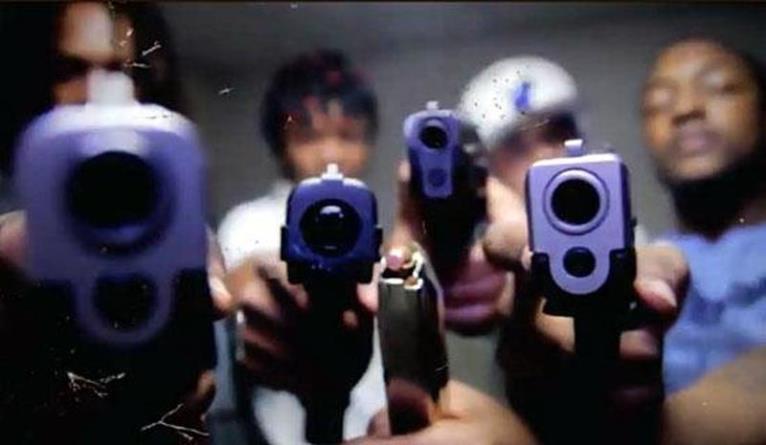 «Расстрел на месте»: чикагские банды договорились убивать полицейских если те направляют на погромщиков оружие