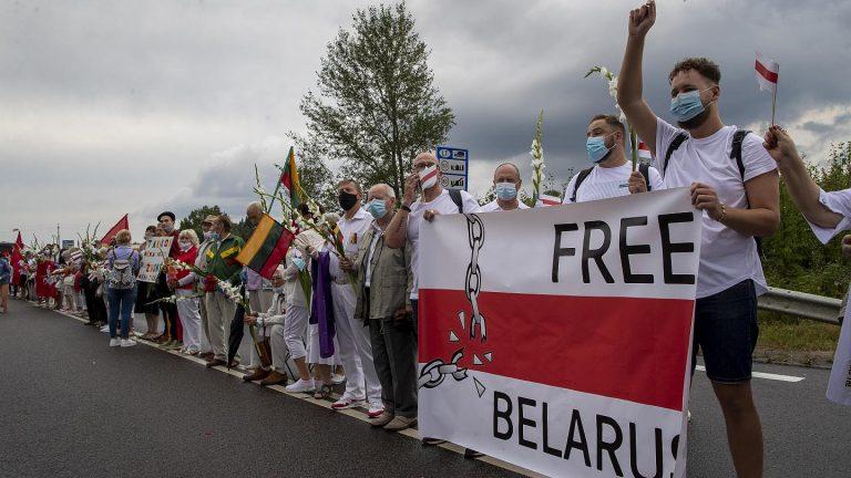 Правительство Литвы готово пустить по миру собственных граждан ради смены режима в Беларуси
