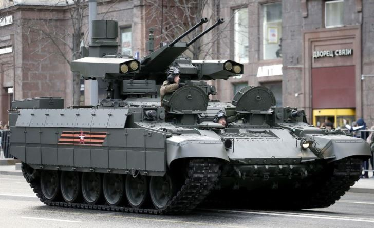 heavy-infantry-fighting-vehicle-moves-al