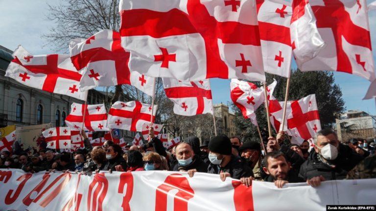 Байден намерен создать очаги хаоса и насилия на западной периферии России