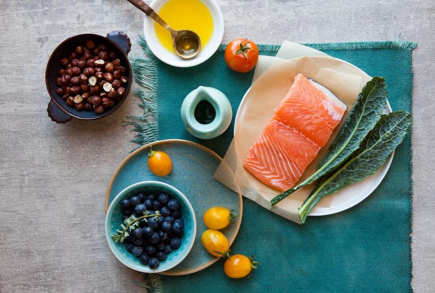 Что означает наклейка «Color Added» на упаковке лосося?