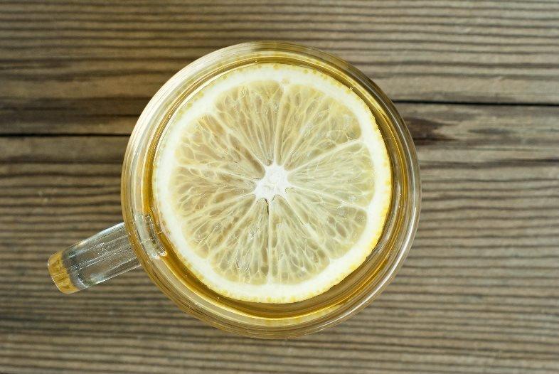Действительно ли горячая вода с лимоном помогает похудеть