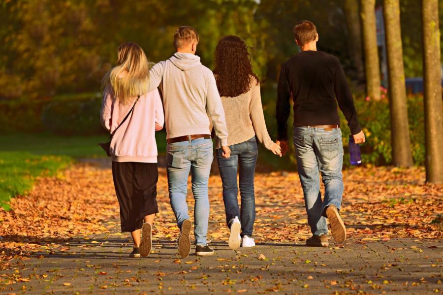 Как справиться с женщиной, флиртующей с вашим мужем (14 эффективных способов)
