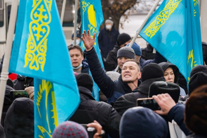 Казахстан: отношения с Россией распадаются, национализм растёт, русские уезжают, приходит Китай